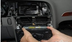 Remove the original car host, unplug the back of the wiring harness