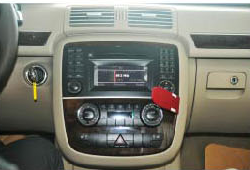 2005-2012 Mercedes Benz ML Class W164 radio installation step 1