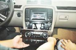 2005-2012 Mercedes Benz ML Class W164 radio installation step 2