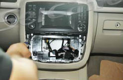2005-2012 Mercedes Benz ML Class W164 radio installation step 3