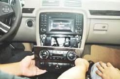 2006-2012 Mercedes Benz R Class W251 car stereo installation step 2
