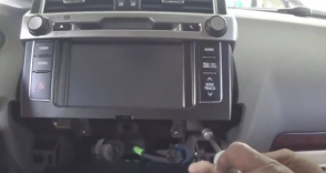 2014 Toyota Prado car stereo installation  step 3