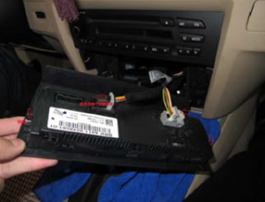 3-1 .Unplug the air-conditioning assembly. Then unscrew the CD player and pull the CD player out