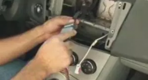 Connect the Seicane car stereo to your original car radio's plugs