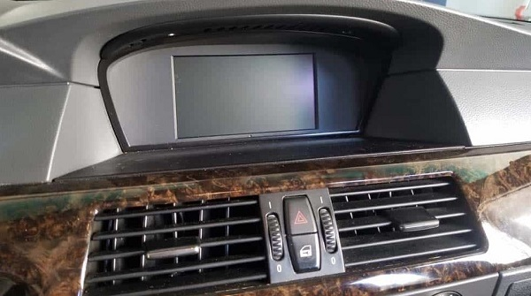 bmw-e60-radio-screen